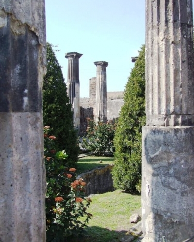 Guided Pompeii tour with lunch included